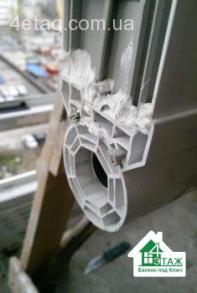 Эркерная труба в момент монтажа эркерного балкона, фирма