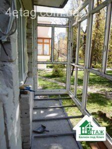 балкон с выносом по плите
